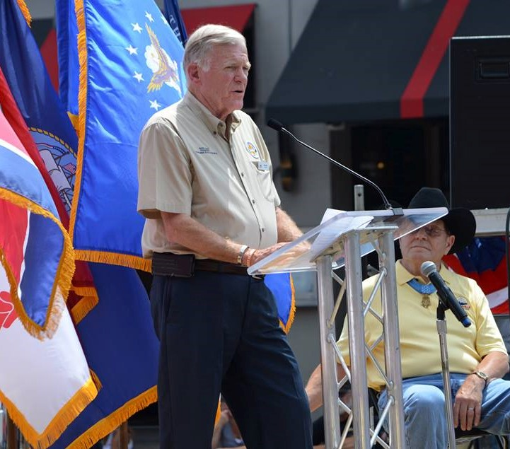 Barry Rice speaking at an event for veterans